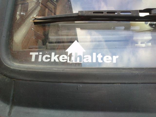Klare Ansage: Tickethalter